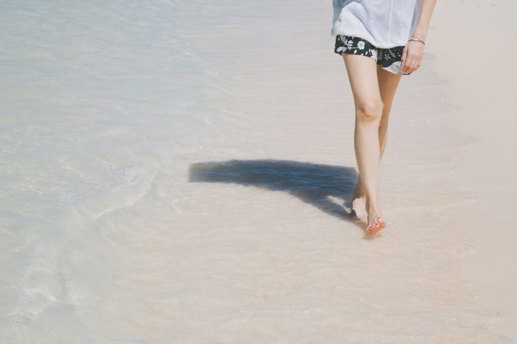 ショートパンツのキレイな足